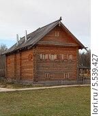 Высокий деревянный дом. Стоковое фото, фотограф Валерий Князькин / Фотобанк Лори