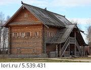 Деревянный многоэтажный дом. Стоковое фото, фотограф Валерий Князькин / Фотобанк Лори