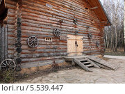 Деревянный дом.  Гумно. Стоковое фото, фотограф Валерий Князькин / Фотобанк Лори