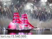 Купить «Санкт-Петербург. Алые паруса 2013», эксклюзивное фото № 5540995, снято 24 июня 2013 г. (c) Литвяк Игорь / Фотобанк Лори