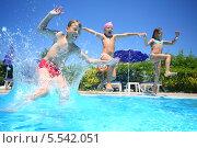 Купить «Веселые дети прыгают в бассейн», фото № 5542051, снято 16 июля 2012 г. (c) Losevsky Pavel / Фотобанк Лори