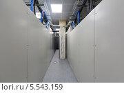 Купить «Телекоммуникационные стойки с большим количеством кабелей», фото № 5543159, снято 18 мая 2012 г. (c) Losevsky Pavel / Фотобанк Лори