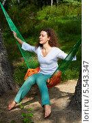 Купить «Молодая женщина в темных очках поверх волос сидит в гамаке, натянутом между двумя деревьями», фото № 5543347, снято 7 августа 2012 г. (c) Losevsky Pavel / Фотобанк Лори