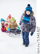 Купить «Дети катаются на санках», фото № 5543827, снято 10 февраля 2013 г. (c) Losevsky Pavel / Фотобанк Лори