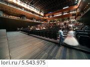 Купить «Дети готовятся для встречи Нового года в концертном зале Барвиха», фото № 5543975, снято 29 декабря 2012 г. (c) Losevsky Pavel / Фотобанк Лори
