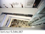 """Вид сверху на фотовыставке """"Атомная цивилизация"""" в Мультимедиа Арт Музее 16 августа 2012 года в Москве, Россия, фото № 5544387, снято 16 августа 2012 г. (c) Losevsky Pavel / Фотобанк Лори"""