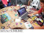 Купить «Ноутбук на столе с детскими рисунками и поделками из пластилина», фото № 5544843, снято 18 августа 2012 г. (c) Losevsky Pavel / Фотобанк Лори