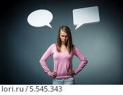 Купить «Злая девушка с двумя диалоговым окошками на темно-сером фоне», фото № 5545343, снято 29 сентября 2013 г. (c) Raev Denis / Фотобанк Лори