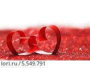 Купить «Два красных сердца из ленточек», фото № 5549791, снято 28 ноября 2013 г. (c) Иван Михайлов / Фотобанк Лори