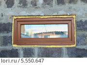 Монтаж ламинированного пластикового окна. Стоковое фото, фотограф Игорь Кутателадзе / Фотобанк Лори