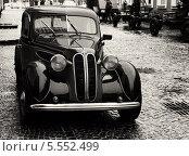 Черно белое изображение ретро автомобиля bmw (2010 год). Редакционное фото, фотограф Алексей Горбунов / Фотобанк Лори