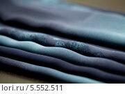 Купить «Голубая ткань со складками», фото № 5552511, снято 14 августа 2013 г. (c) Morgenstjerne / Фотобанк Лори