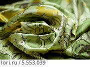 Купить «Складки зелёной ткани с цветными рисунками», фото № 5553039, снято 14 августа 2013 г. (c) Morgenstjerne / Фотобанк Лори