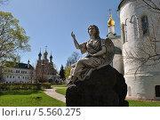 Купить «Скульптура ангела в некрополе Новодевичьего монастыря весной», эксклюзивное фото № 5560275, снято 7 мая 2013 г. (c) lana1501 / Фотобанк Лори