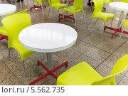 Купить «Пластиковые столы и стулья в кафе», фото № 5562735, снято 7 февраля 2014 г. (c) Володина Ольга / Фотобанк Лори