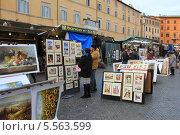 Продажа картин на улице в Италии (2013 год). Редакционное фото, фотограф Дмитраков Юрий / Фотобанк Лори