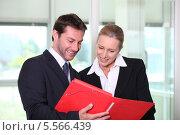 Купить «партнеры по бизнесу смотрят документы», фото № 5566439, снято 19 мая 2010 г. (c) Phovoir Images / Фотобанк Лори