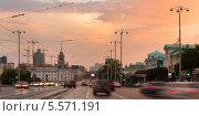 Вечерний вид на мэрию Екатеринбурга с проспекта Ленина от главпочтамта, фото № 5571191, снято 22 июля 2013 г. (c) Архипова Мария / Фотобанк Лори
