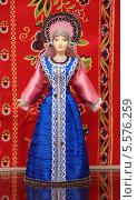 Купить «Кукла в русской национальной одежде», эксклюзивное фото № 5576259, снято 2 января 2014 г. (c) Артём Крылов / Фотобанк Лори