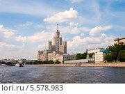 Купить «Москва, сталинский дом на Котельнической набережной», фото № 5578983, снято 20 мая 2012 г. (c) Володина Ольга / Фотобанк Лори