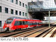 Купить «Пригородный электропоезд. Франкфурт-на-Майне, Германия», фото № 5579495, снято 15 сентября 2013 г. (c) Art Konovalov / Фотобанк Лори