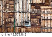 Старая деревянная стена с окошком. Стоковое фото, фотограф Сергей Белов / Фотобанк Лори