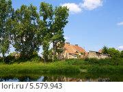 Старый дом с черепичной крышей (2013 год). Стоковое фото, фотограф Irina Kolokolnikova / Фотобанк Лори