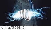 Деловой мужчина держит молнию в кулаке. Стоковое фото, фотограф Sergey Nivens / Фотобанк Лори