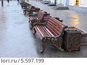 Лавочки на улице Кузнецкий Мост. Москва (2014 год). Стоковое фото, фотограф Николай Голиков / Фотобанк Лори