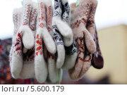 Шерстяные варежки. Стоковое фото, фотограф Insomnia / Фотобанк Лори