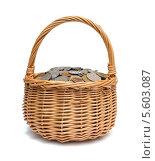 Купить «Плетеная корзинка, наполненная монетами различных стран», фото № 5603087, снято 30 января 2014 г. (c) Евгений Ткачёв / Фотобанк Лори