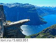 Купить «Trolltunga (язык тролля) в Одда. Озеро Ringedalsvatnet, Норвегия», фото № 5603951, снято 19 июля 2013 г. (c) Юрий Брыкайло / Фотобанк Лори