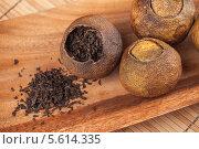 Купить «Пу Эр, китайский чай, упакованный в сушеный мандарин», фото № 5614335, снято 16 декабря 2013 г. (c) EugeneSergeev / Фотобанк Лори