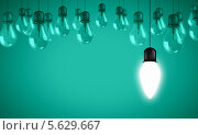 Купить «Концепция озарения новой идеей. Фон с лампочками», фото № 5629667, снято 3 сентября 2018 г. (c) Sergey Nivens / Фотобанк Лори