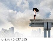 Купить «Концепция риска в бизнесе. Девушка под большим зонтом стоит на краю моста», фото № 5637355, снято 17 февраля 2019 г. (c) Sergey Nivens / Фотобанк Лори