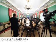 Купить «Журналисты сидят сидят в зале на Расширенном заседании Совета в Большом Кремлевском дворце в Москве, Россия», фото № 5649447, снято 24 апреля 2012 г. (c) Losevsky Pavel / Фотобанк Лори
