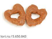 Купить «Два печенья в форме средца крупно», фото № 5650843, снято 18 декабря 2011 г. (c) Losevsky Pavel / Фотобанк Лори
