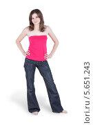 Купить «Молодая женщина босиком в синих джинсах и красном топике», фото № 5651243, снято 29 февраля 2012 г. (c) Losevsky Pavel / Фотобанк Лори