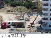 Купить «Грузовик на строительной площадке», фото № 5651879, снято 7 июля 2012 г. (c) Losevsky Pavel / Фотобанк Лори