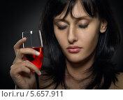 Купить «Портрет плачущей брюнетки с бокалом красного вина», фото № 5657911, снято 17 марта 2012 г. (c) Nikolay Safronov / Фотобанк Лори