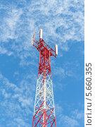 Купить «Антенна сотовой связи на фоне неба», фото № 5660355, снято 2 сентября 2013 г. (c) Владимир Сергеев / Фотобанк Лори