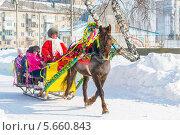 Купить «Масленица. Катание детей на лошади», эксклюзивное фото № 5660843, снято 2 марта 2014 г. (c) Евгений Мухортов / Фотобанк Лори