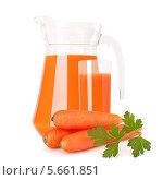Купить «Кувшин морковного сока и свежая морковь», фото № 5661851, снято 18 октября 2011 г. (c) Natalja Stotika / Фотобанк Лори