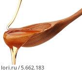 Мед тонкой струйкой стекает на деревянную ложку. Стоковое фото, фотограф Natalja Stotika / Фотобанк Лори