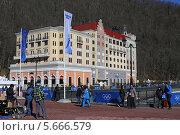 Купить «Radisson Hotel Rosa Khutor на берегу горной реки Мзымта, Красная Поляна, Сочи», эксклюзивное фото № 5666579, снято 6 февраля 2014 г. (c) Алексей Гусев / Фотобанк Лори
