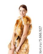 Купить «Портрет женщины в шубе лисий мех, белый фон», фото № 5666927, снято 28 октября 2012 г. (c) Инара Прусакова / Фотобанк Лори