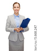Привлекательная деловая женщина в сером костюме. Стоковое фото, фотограф Syda Productions / Фотобанк Лори