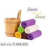 Купить «Деревянные ведро с ковшом для сауны и полотенца», фото № 5668855, снято 2 марта 2014 г. (c) Lora Liu / Фотобанк Лори