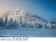 Купить «Зимние горы», фото № 5670507, снято 20 января 2014 г. (c) Дмитрий Шульгин / Фотобанк Лори