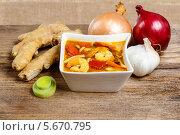 Тайский кислый суп на деревянном столе. Стоковое фото, агентство BE&W Photo / Фотобанк Лори